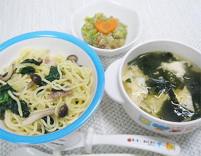【離乳食完了期】ほうれん草のキノコの塩焼きそば/キャベツのおかか和え/春雨とワカメの卵スープ